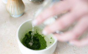 Cách pha bột trà xanh đắp mặt