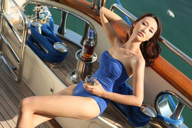 Rượu Chivas Regal 18 và Người đẹp ˆ
